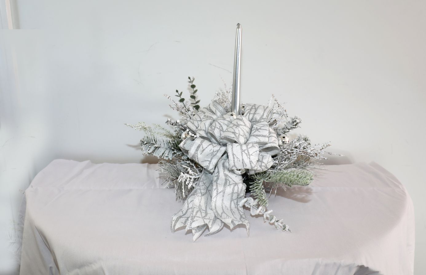 Centerpiece - White with Silver Bow | 19 inches