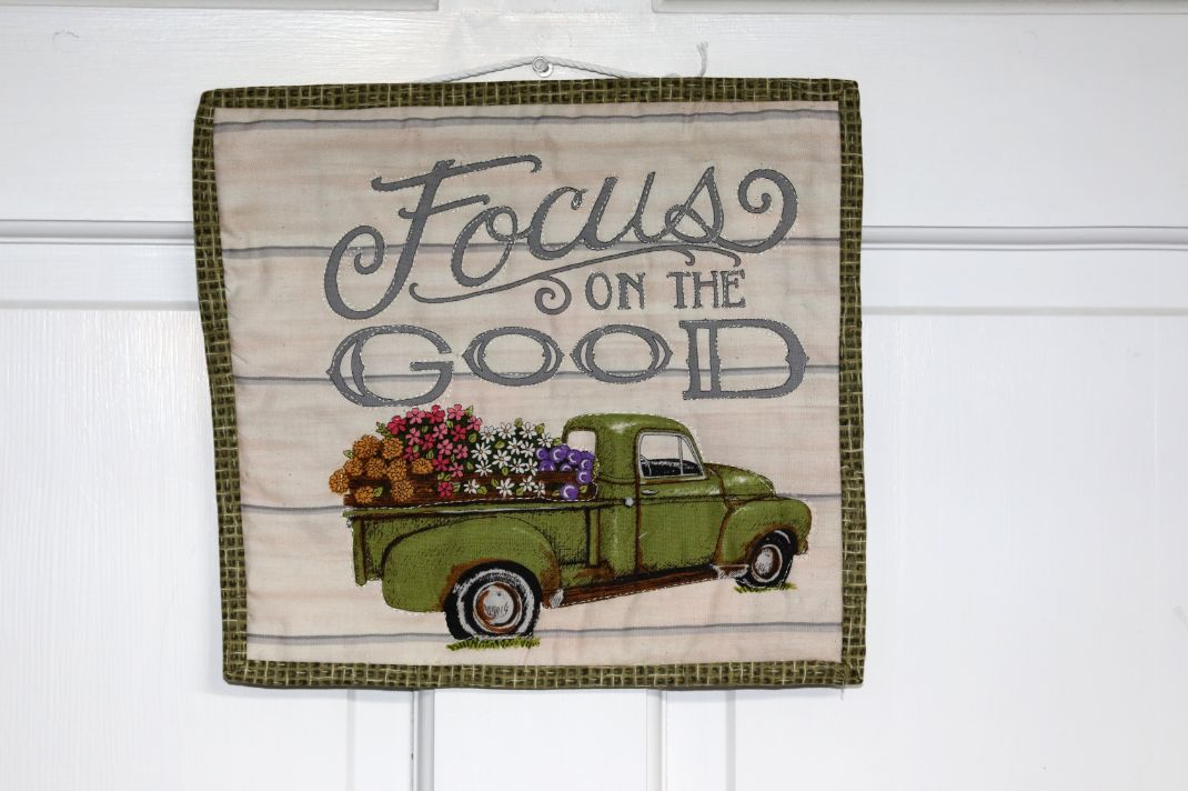 Square Quilted Wall Hanging, Focus on the Good | 10 inches