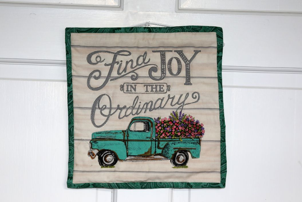 Square Quilted Wall Hanging, Find Joy in the Ordinary | 10 inches