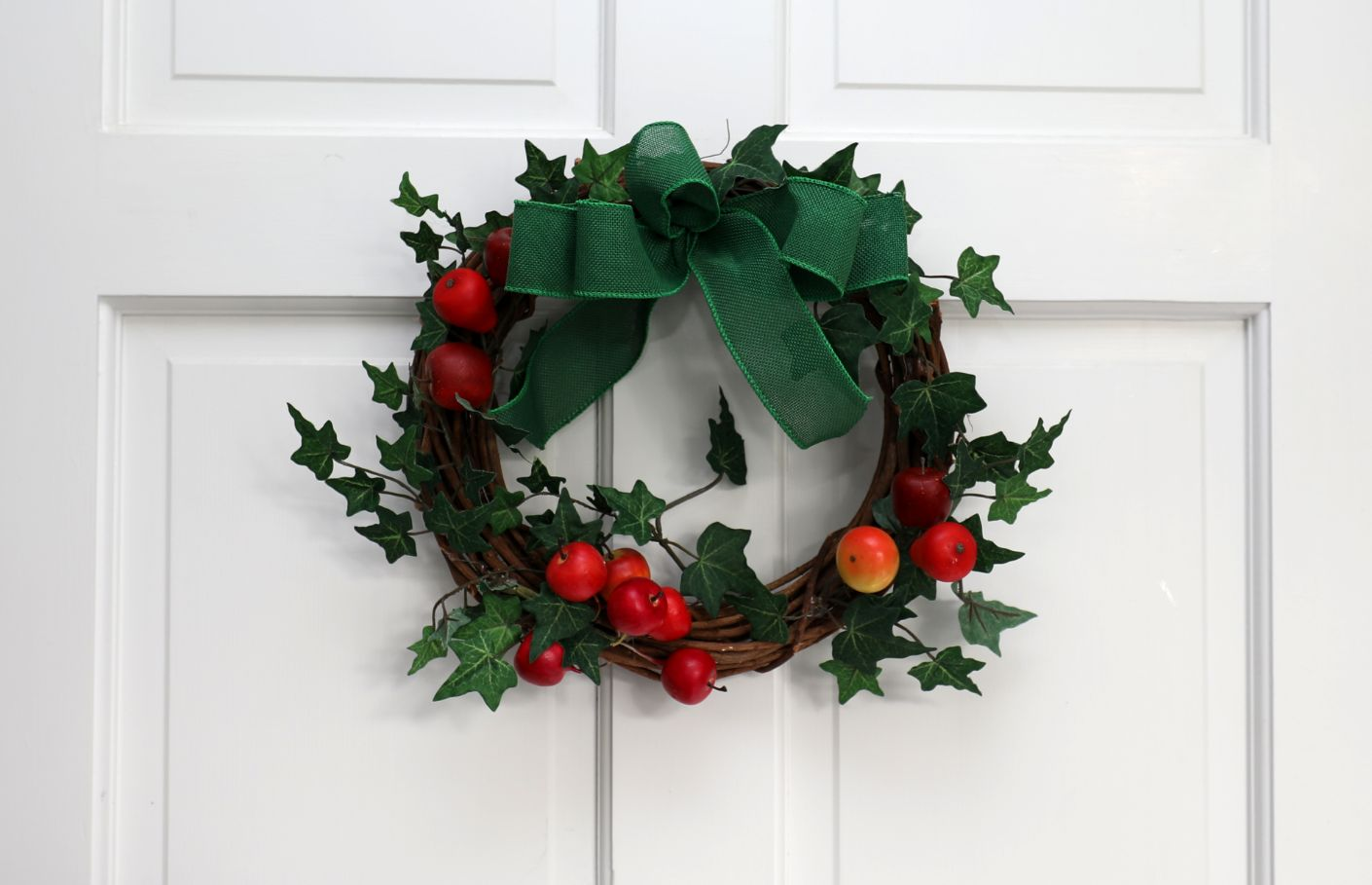Grapevine Fruit Wreath with Ivy | 13 inch